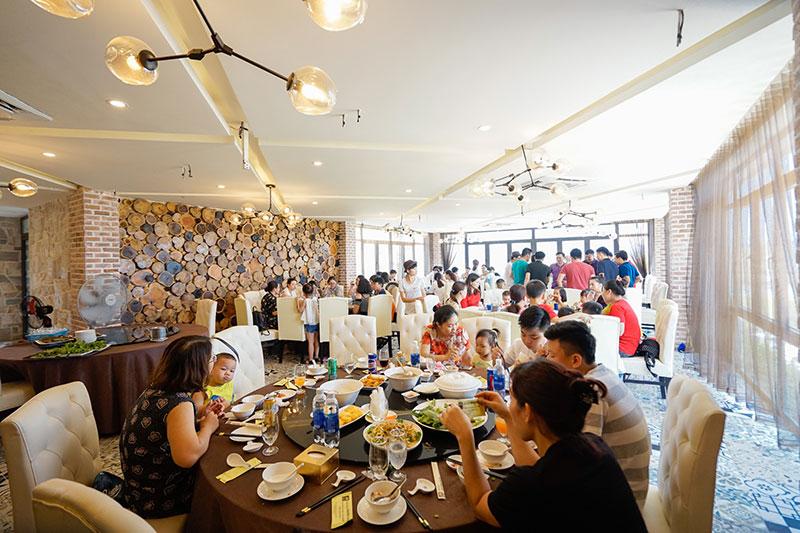 Nhà hàng Phương Nam với không gian rộng, thoáng mát